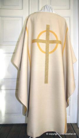 Bagstykke på damaskvævet hvid messehagel m. indvævet guldtråd, Thorsø kirke