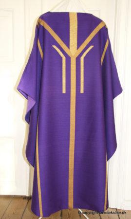 Damaskvævet violet messehagel med indvævet guldtråd, bagstykke, Thorsø kirke