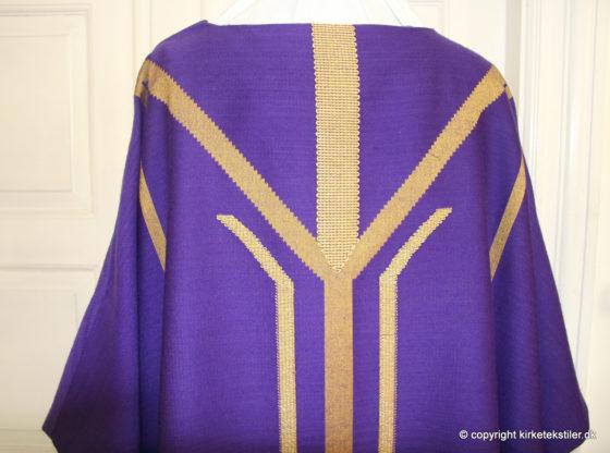 Damaskvævet violet messehagel m. guldtråd, Thorsø kirke